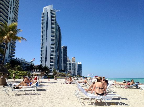 Newport Beachside Hotel and Resort: Playa del hotel