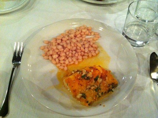 Restaurante Barceloneta: salt cod with beans