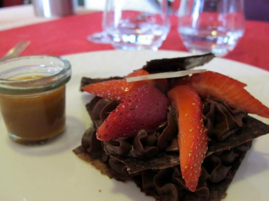 Le Terminus: croustillant de cacao et caramel au piment d'Espelette...un fin délice !