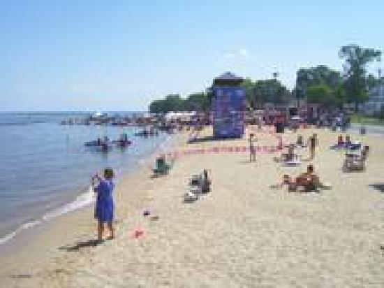 Monroe Bay Inn Bed & Breakfast: Enjoy the beach
