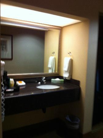 La Quinta Inn & Suites Vancouver: Separate vanity area
