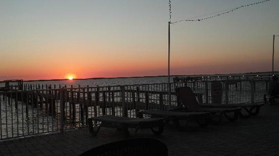 Beso Del Sol Resort: our last Sunset - behind Caladesi Island