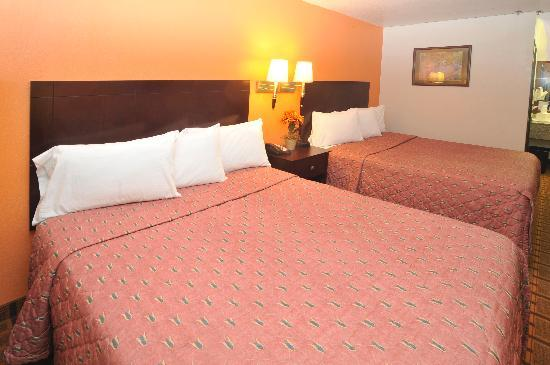 Days Inn Amarillo - Medical Center: Standard Two Queen Bed Room