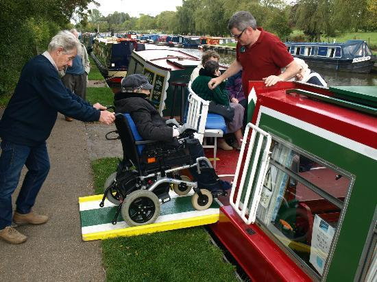 New Horizons Canal Boat: Fully equipped to cater for wheelchair users.