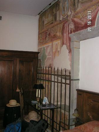 Hotel Morandi Alla Crocetta: Frescos in the bedroom