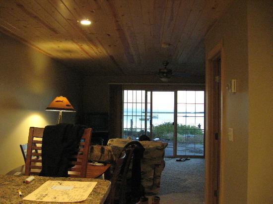 Cobblestone Cove Villas: Kitchen/Dining/Livingroom - bathroom door is off to the right