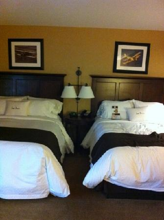 DoubleTree by Hilton Cincinnati Airport Hotel : double queen room