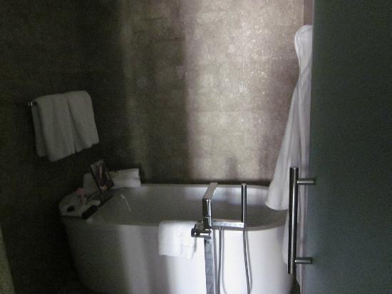Park Hyatt Istanbul - Macka Palas: bath tube