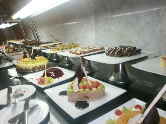 Coral Sea Aqua Club Resort: fab food