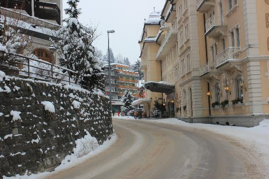 Jungfrau Lodge Swiss Mountain Hotel: Street hotel is on