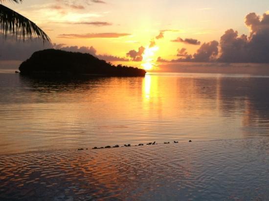 Hotel Santa Fe Guam: プールサイドからの夕焼け