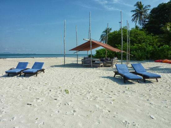 Pulau Joyo: The beach