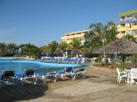 Islazul Pasacaballo Hotel: poolside