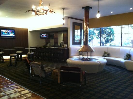 Sportsmen's Lodge Hotel: Sportsman's Lodge lobby