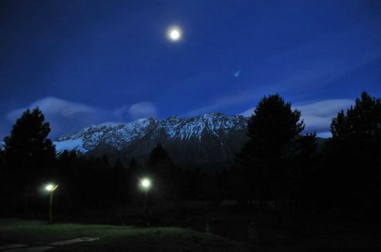 Cabañas El Refugio de Puelo : Visión nocturna panorámica desde El Refugio de Puelo