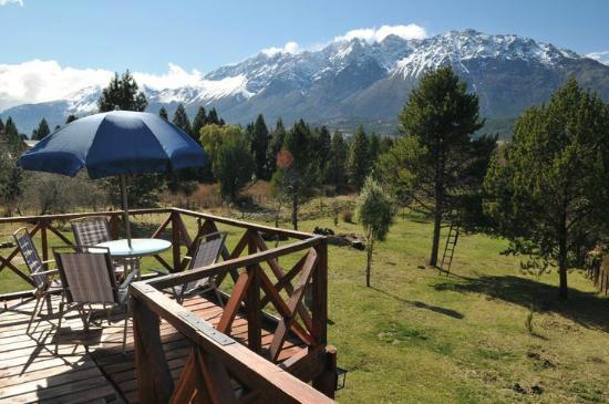 Cabañas El Refugio de Puelo : Deck terraza cabaña Yeut
