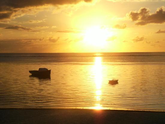 Residence C'est Ici: couché de soleil sur la plage