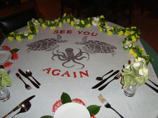 Embudu Village: Table on last night