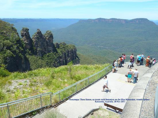 Colourful Trips - Day Tours: Three Sisters Lookout and Jamison Valley