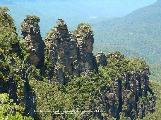 Colourful Trips - Day Tours: The Three Sisters, iconic rock formation. Blue Mountains in Katoomba outside Sydney.
