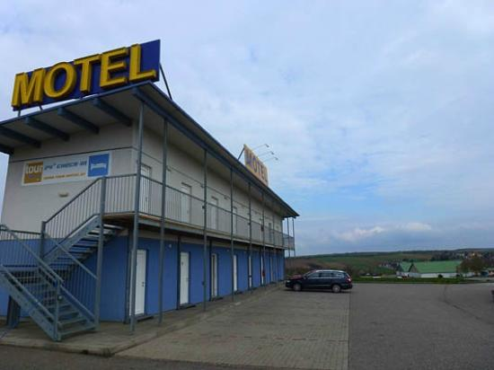 Tour-Motel: Outside view