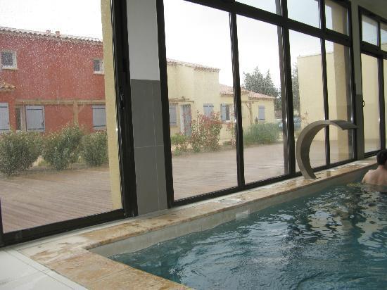 L'Oustau De Sorgue : Covered pool