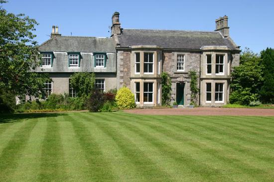Cormiston Farm B&B : Croquet Lawn