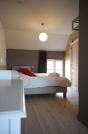 B&B Goeiemorgen!: Grote kamer met privé-zithoek
