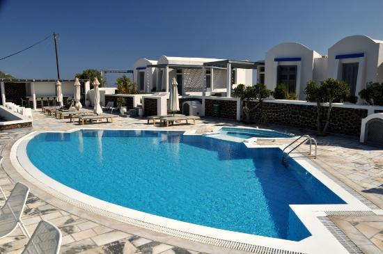 Xenones Filotera: Pool and suites