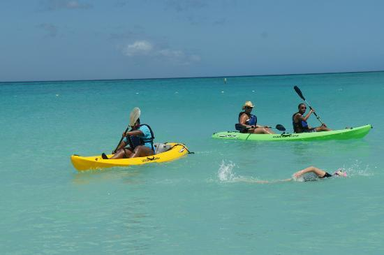 Costa Linda Beach Resort : Kayaking on the Beach