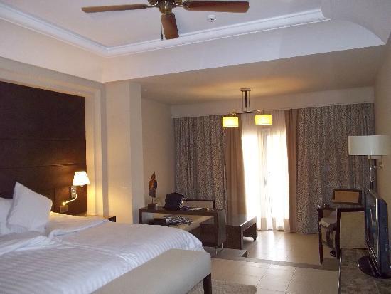 Hotel Riu Palace Tikida Agadir: seating area in room