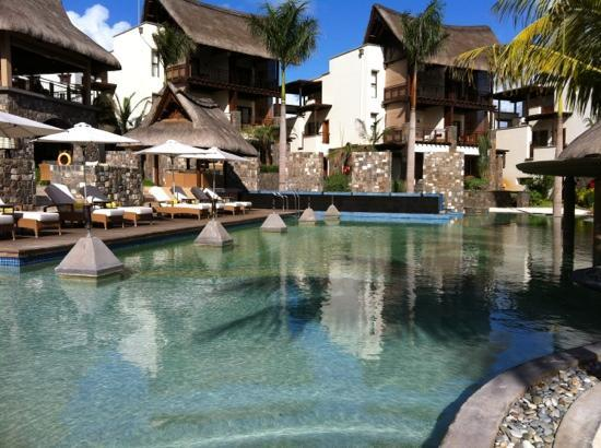 Angsana Balaclava Mauritius : pool and suites