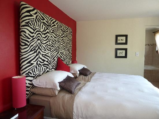 African Dreams: Zebra Bed room