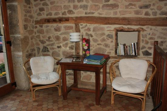 Chambres d'hotes Jolivet : Salon où les brochures touristiques sont à disposition