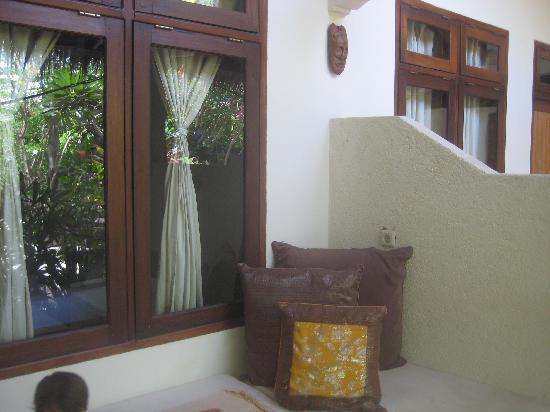 Rumah Purnama: balcony