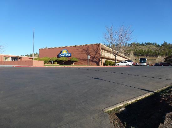 Days Inn Flagstaff - West Route 66: Hôtel et site extérieur