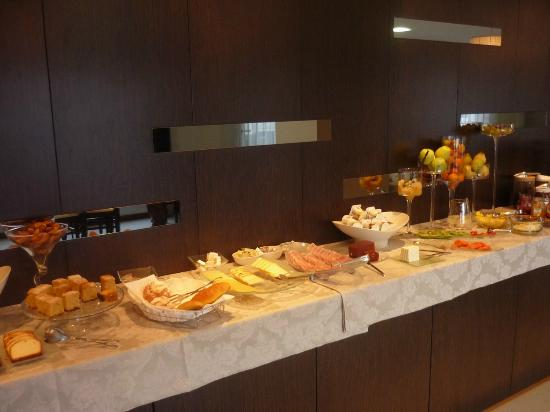 Cardal Hotel: Part of the breakfast buffet