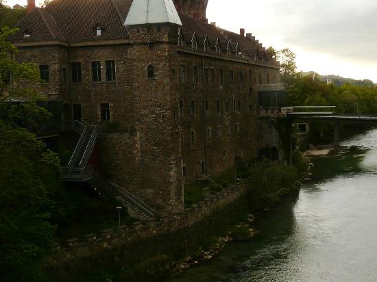Schloss an der Eisenstrasse : das schloß gegenüber