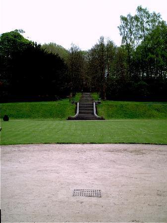 Gawthorpe Hall: Gawthorpe Hall front garden