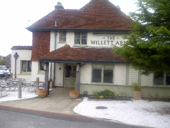 The Willett Arms: Exterior