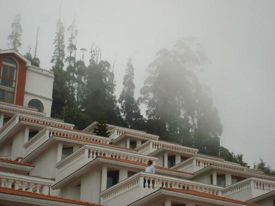 Sagar Holiday Resorts: Hotel Covered in Mist