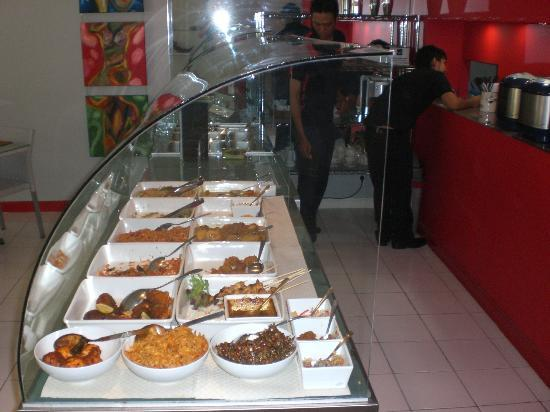 Pili Pili Resto: the buffet