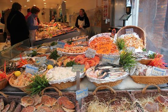 Latin Quarter: Market stall, Rue de Mouffetard