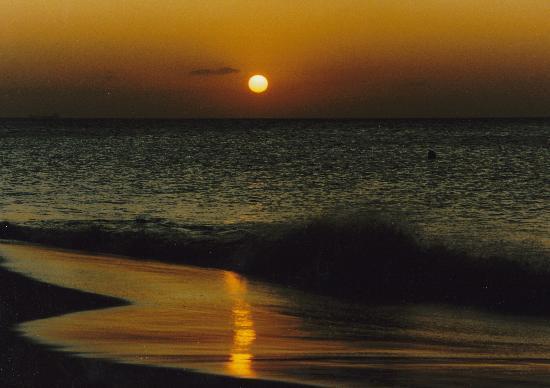 Breathtaking sunsets on Manchebo Beach