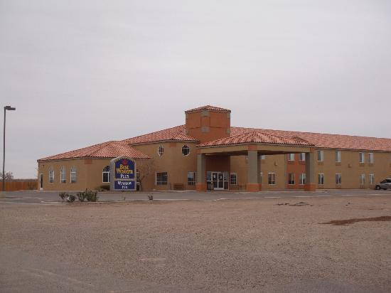 BEST WESTERN PLUS Winslow Inn: The building.