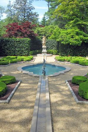 Hillwood Museum & Gardens: French Parterre