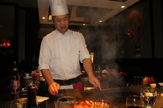 AU COMPTOIR NIPPON: Our teppanyaki chef