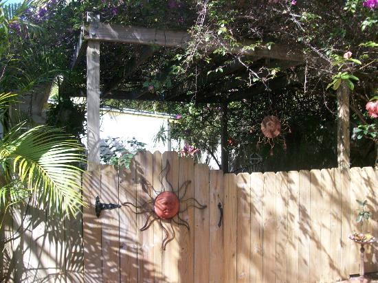 Casa Thorn Bed & Breakfast: private entrance for the Secret Garden Room
