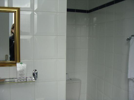 Hotel Mirabeau: Banheiro