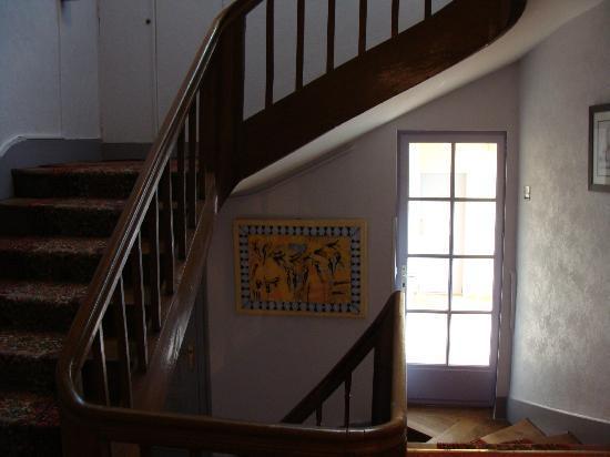 Hotel Mirabeau: Escada - mas tinha elevador também